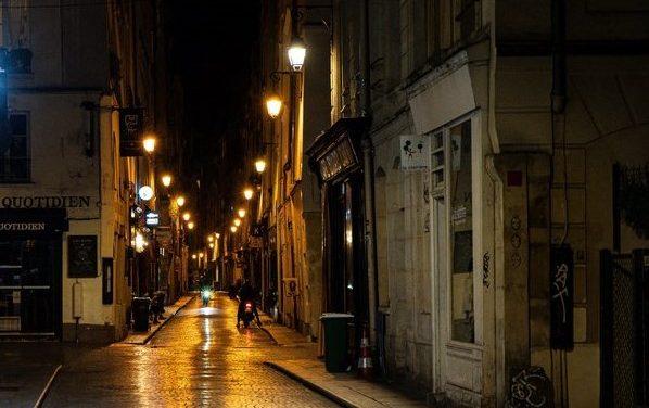 Paris. Le couvre-feu avancé à 18h dès ce samedi